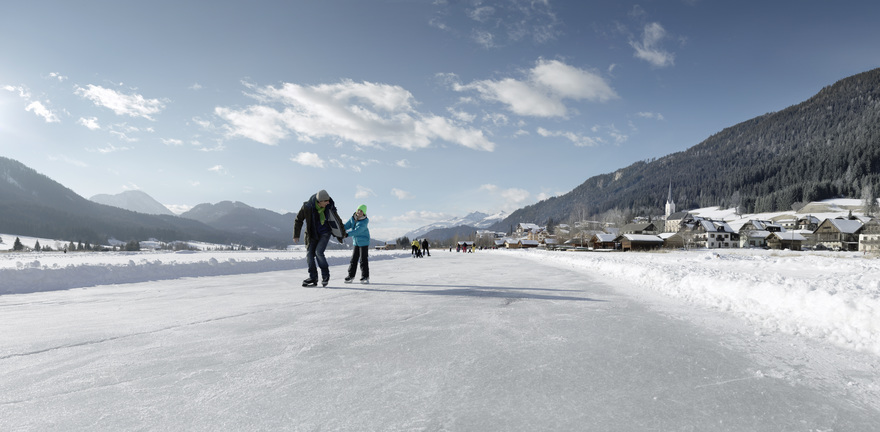 Beim Eislaufen am Weissensee. © Österreich Werbung, Fotograf: Peter Burgstaller