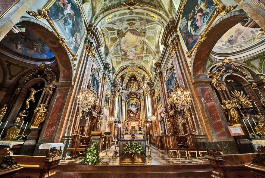 Innenansicht der Domkirche St. Pölten