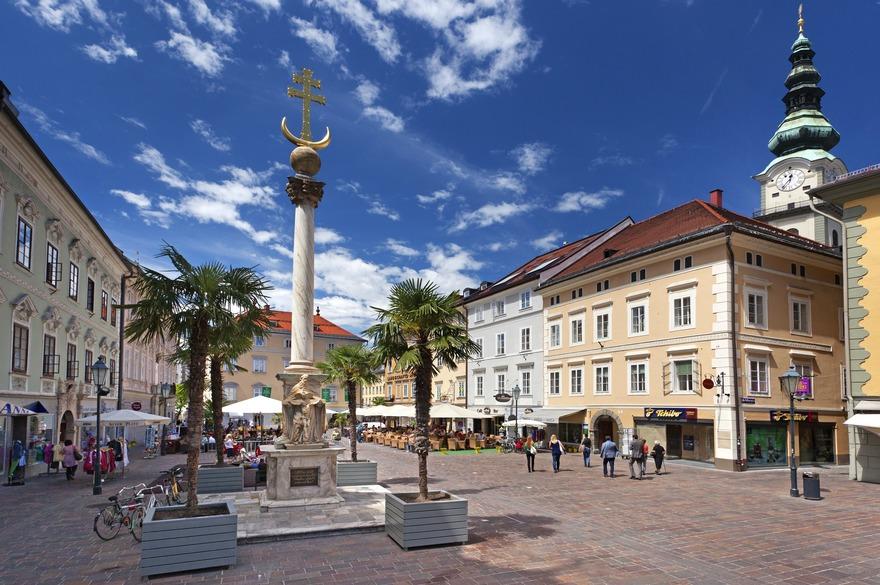 Klagenfurt: Alter Platz mit Dreifaltigkeitssäule