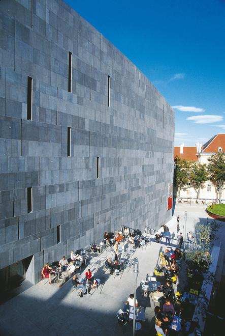 Museumsquartier in Wien / Museum Moderner Kunst