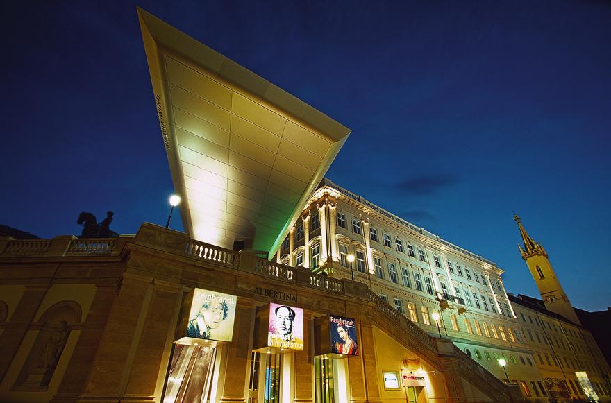 Albertina in Wien / Nachtaufnahme