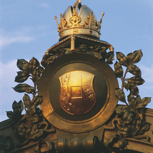 Crown of the Emperor/ Subway in Vienna - Hietzing