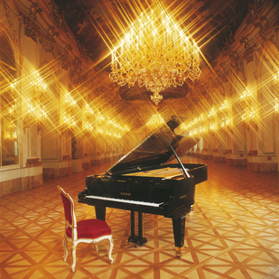 Great Gallery with piano /Schönbrunn Palace