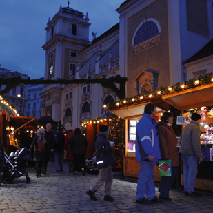 Christmas market in Vienna in front of the Abbey Schottenstift