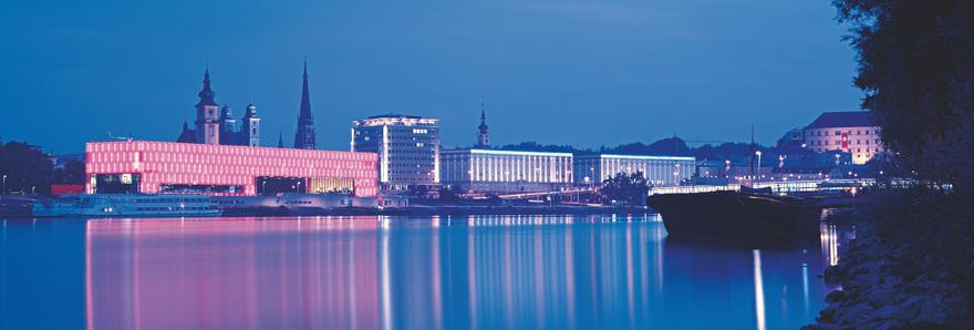 Linz an der Donau / Lentos Museum / Nachtaufnahme