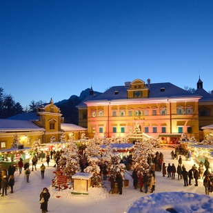Magical christmas time in Hellbrunn