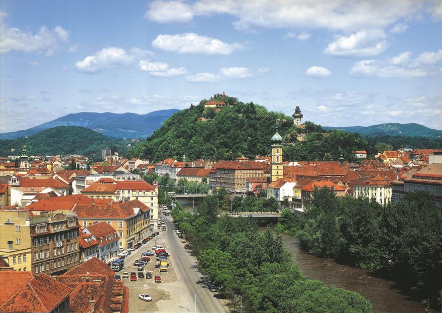 Graz Stadtpanorama / Blick auf Schlossberg