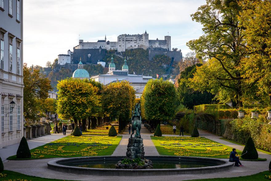 Salzburg im Herbst, Mirabellgarten mit Blick auf Festung Hohensalzburg